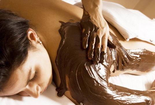 Enveloppement corporel au chocolat